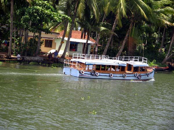 Private boat 6047