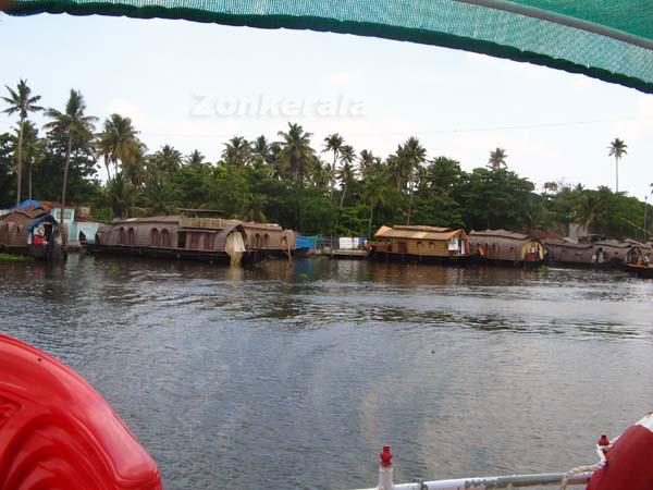Houseboats 5969