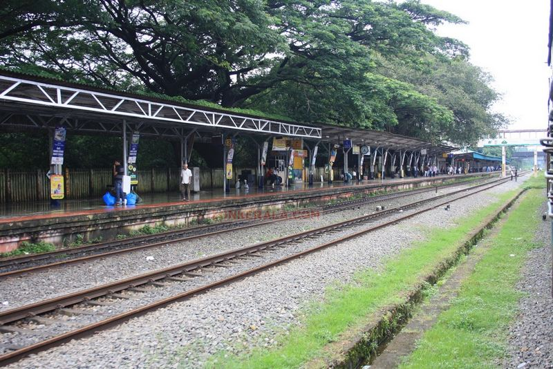 Thalassery station photo