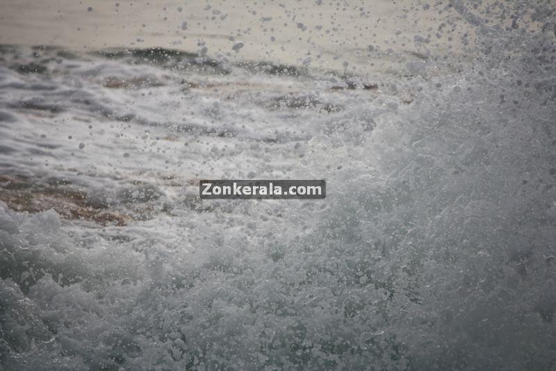 Sea at shanghumugham beach 4