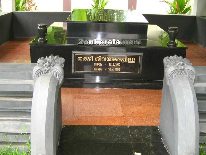 Thakazhy monument
