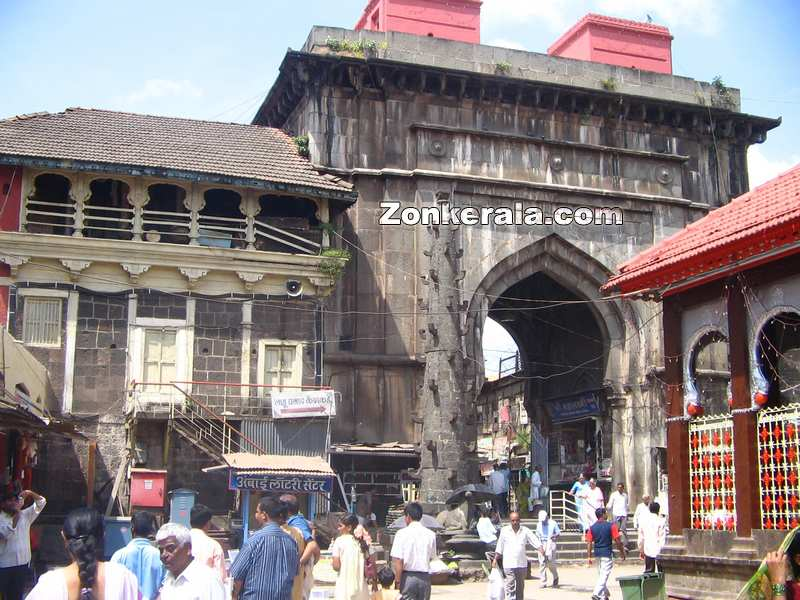 Mahalakshmi temple entrance