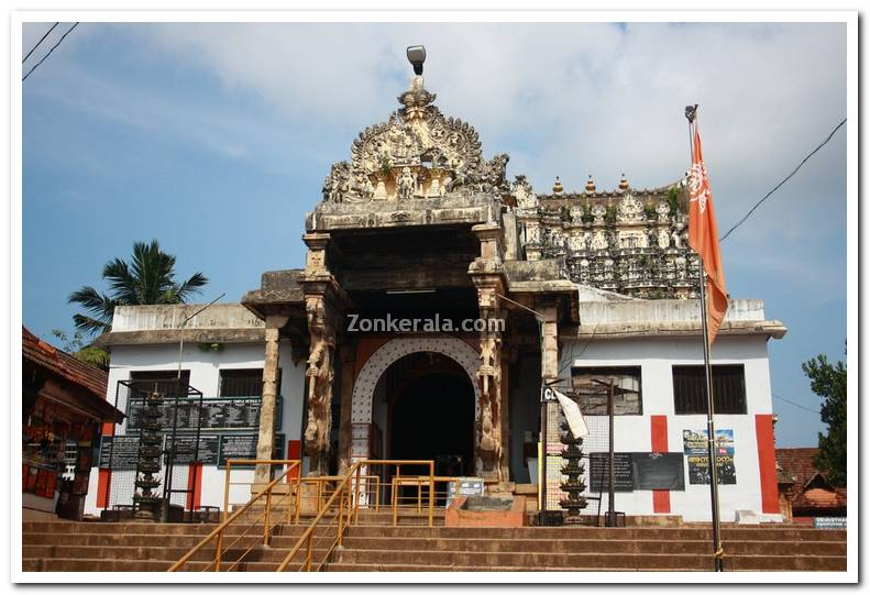 Padmanabhaswamy temple gopuram 1