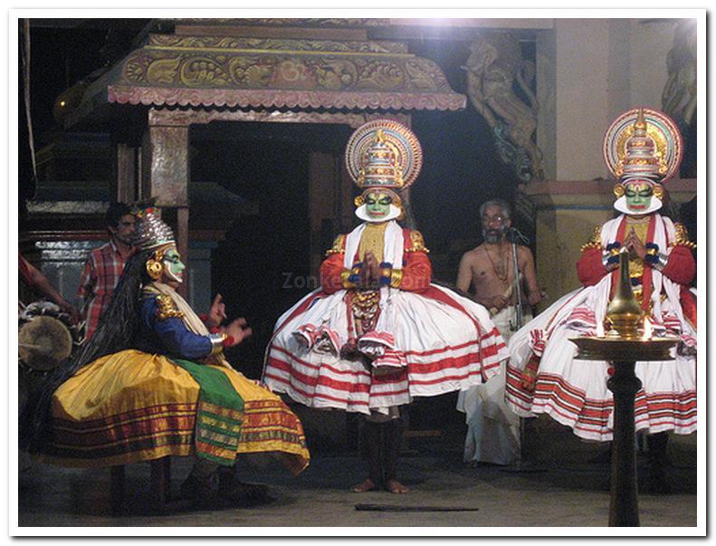 Kathakali in sreevallabha temple