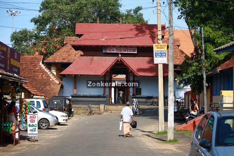 Vaikom mahadeva temple east entrance 1