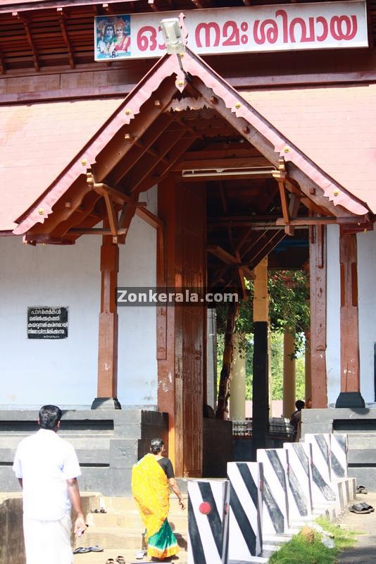 Vaikom mahadeva temple east entrance 3