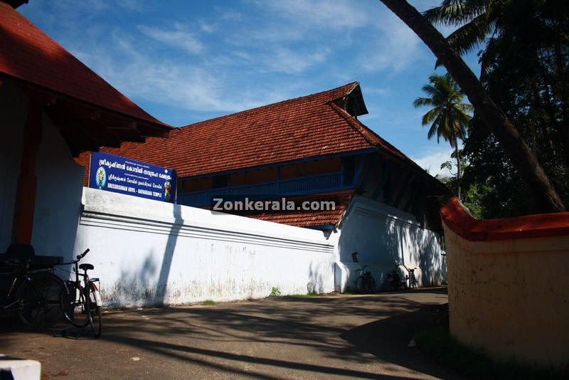 Vaikom temple outside
