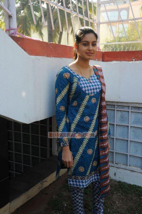Actress Abhinaya 9153