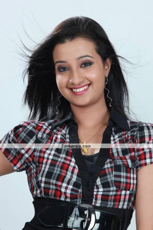 Aishwarya Muraleedharan Photo 1