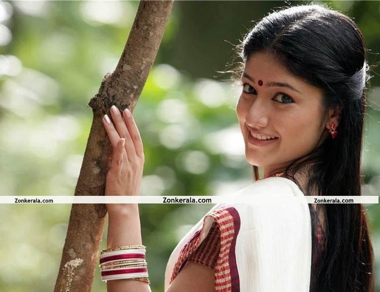 Akhila Sasidharan Still 9