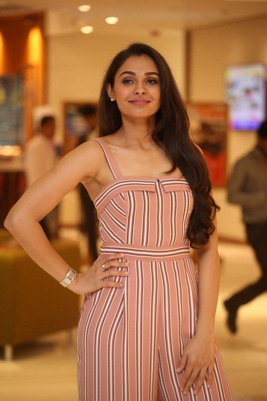 Wallpaper Indian Actress Andrea Jeremiah 9180
