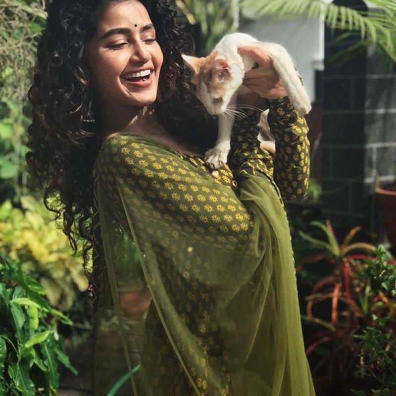 Recent Wallpaper Malayalam Movie Actress Anupama Parameswaran 1164