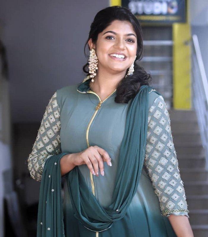 Apr 2020 Gallery Aparna Balamurali 5941