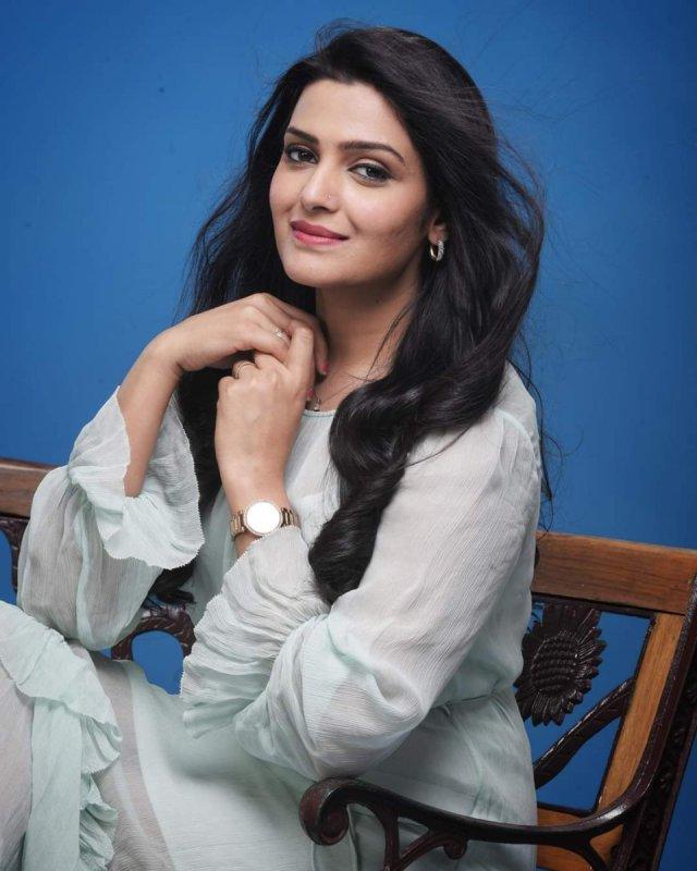 Movie Actress Divya Pillai New Galleries 2952