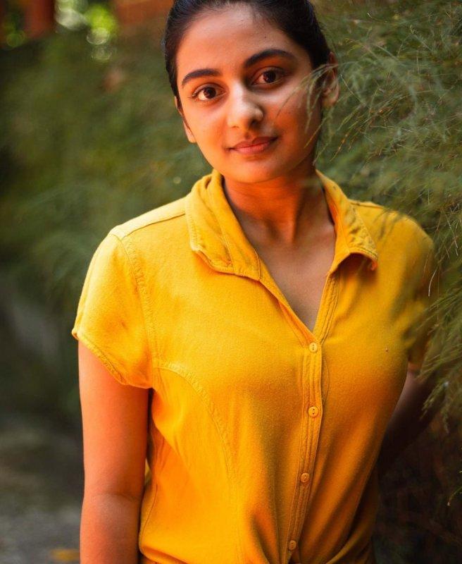 Esther Anil Malayalam Heroine New Wallpaper 7407