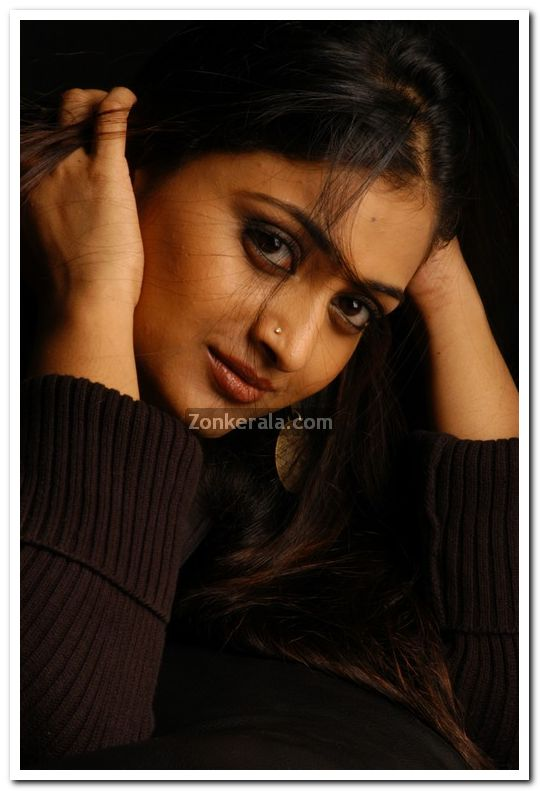 Geethu Mohandas Photos 7