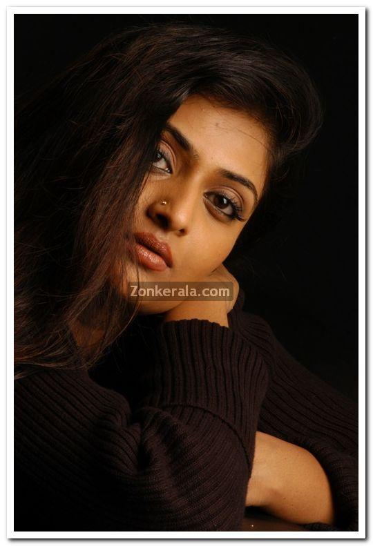 Geethu Mohandas Photos 9