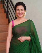 Stills Heroine Honey Rose 841