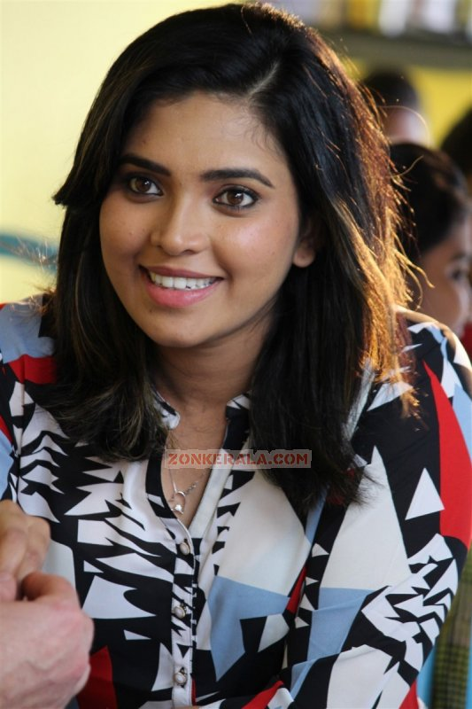 Ishara Nair Indian Actress Jul 2017 Galleries 9542