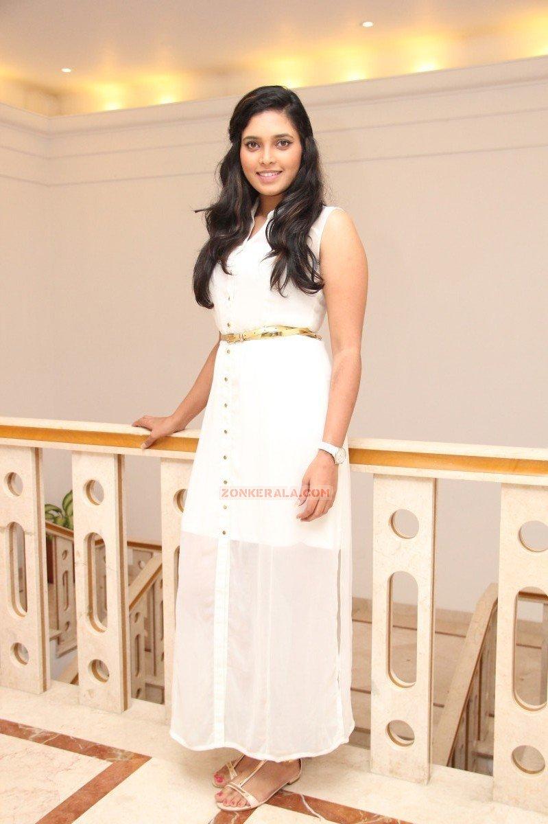 Malayalam Actress Ishara Nair 7924