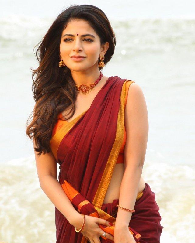 2021 Pic Iswarya Menon Film Actress 8147