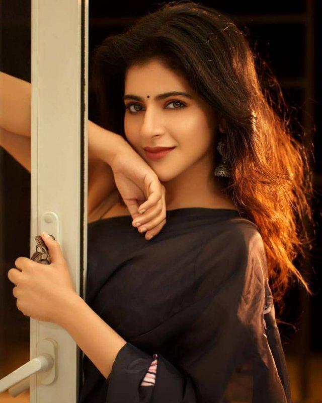 Iswarya Menon South Actress 2020 Album 989