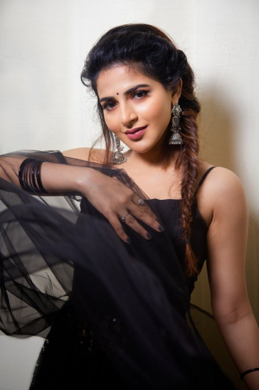 New Pics Malayalam Heroine Iswarya Menon 4822