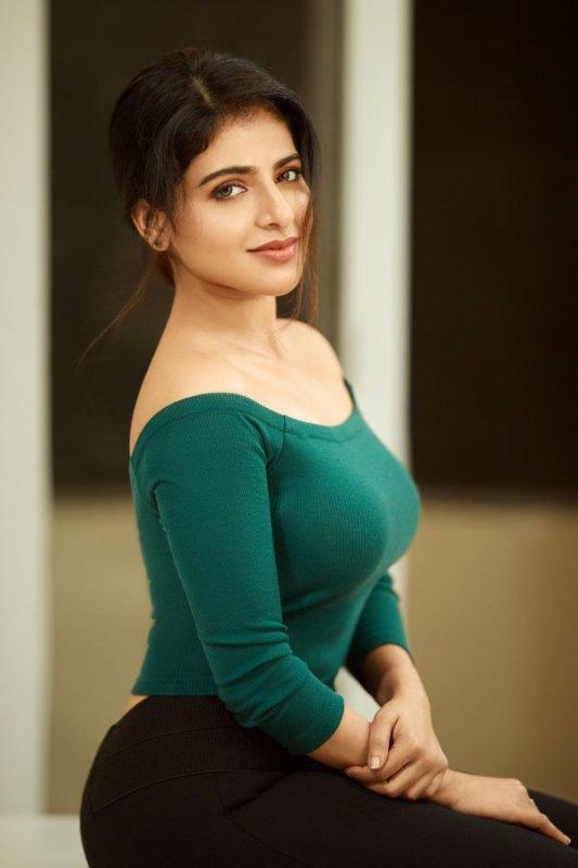Recent Pics Iswarya Menon Cinema Actress 251