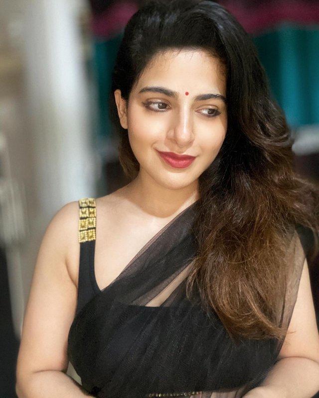 South Actress Iswarya Menon New Gallery 4923