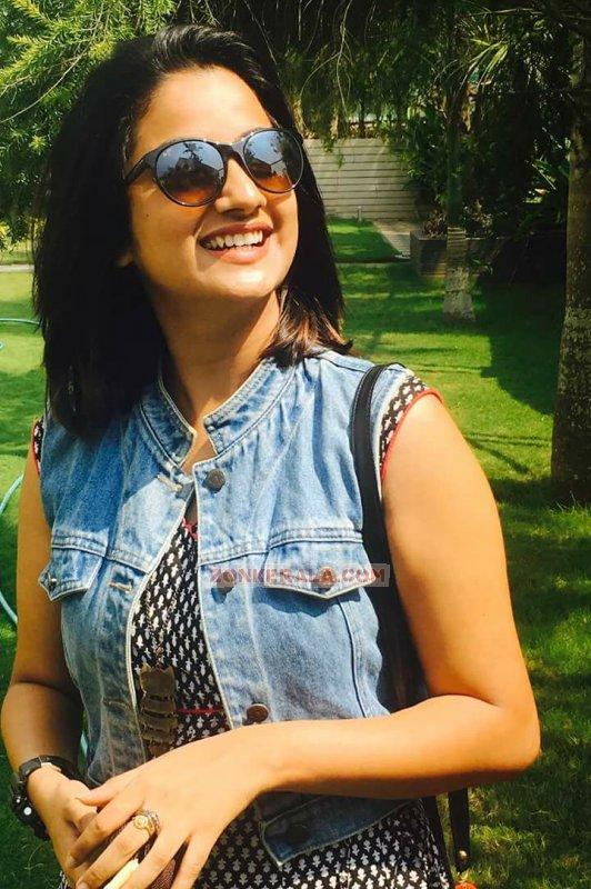 Keerthi Suresh Film Actress Albums 4099