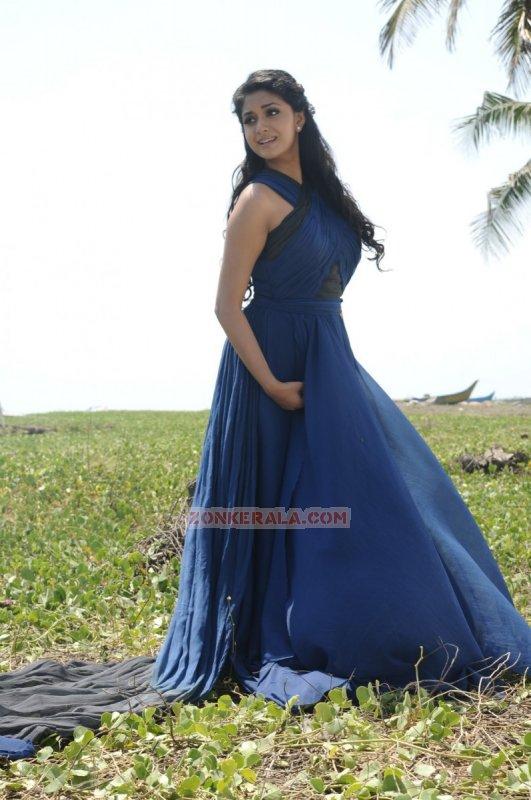 Latest Wallpaper Malayalam Actress Keerthi Suresh 5710