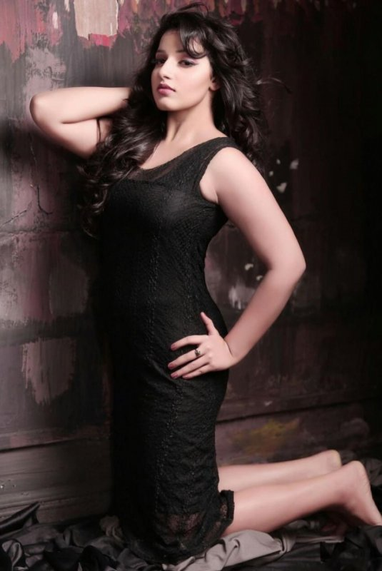 Latest Pic Cinema Actress Malavika Menon 31