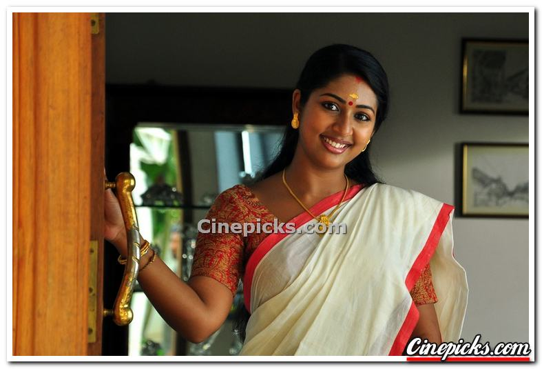 Actress Navya Nair Photos 5