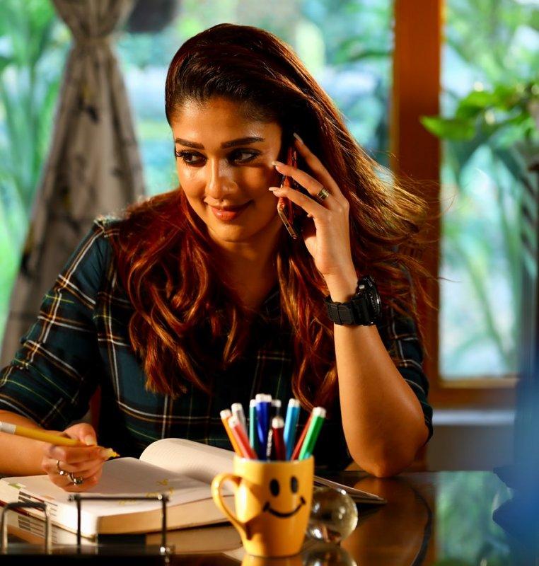Latest Still Nayanthara Malayalam Movie Actress 8951