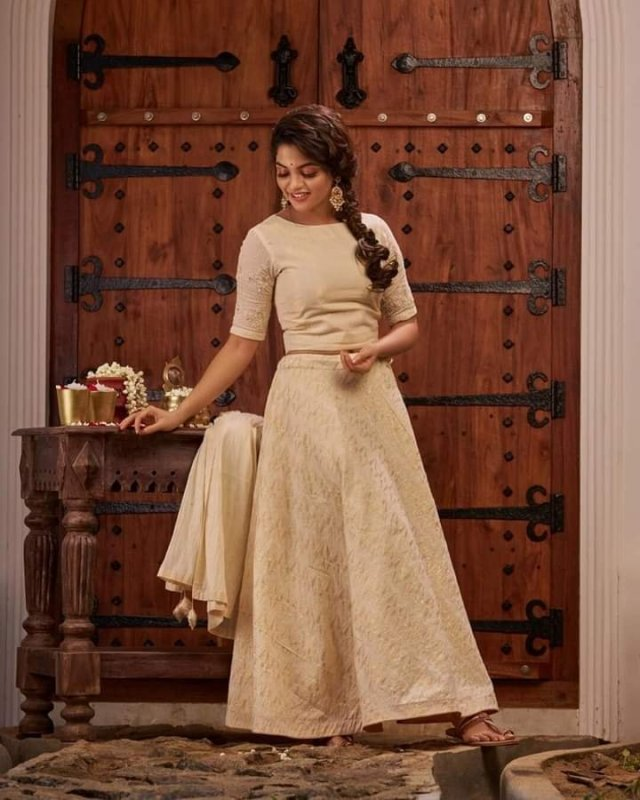 Recent Images Malayalam Heroine Nikhila Vimal 5724
