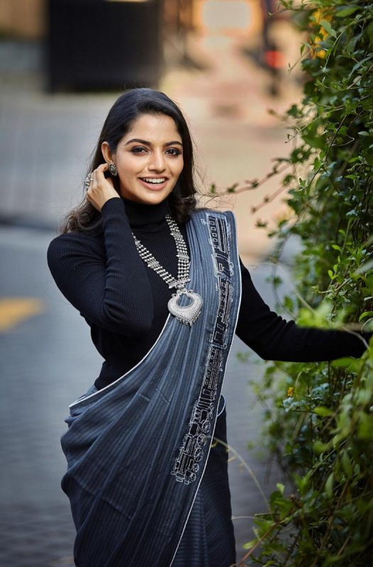 South Actress Nikhila Vimal New Gallery 627