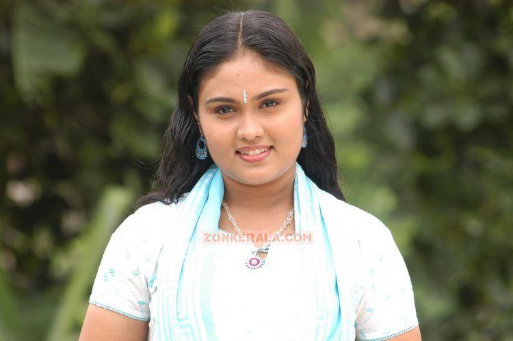 Actress Nivya 9033