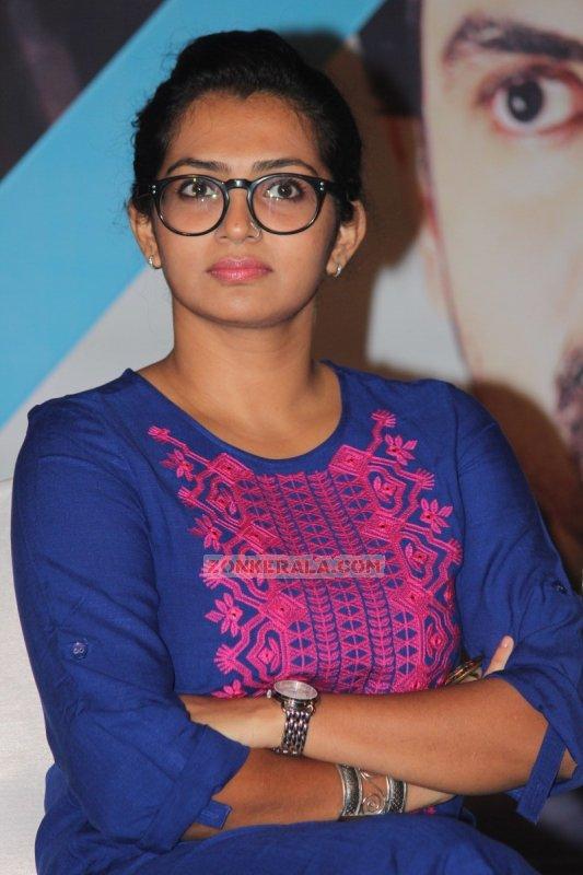 Heroine Parvathy Thiruvoth Latest Wallpaper 7976