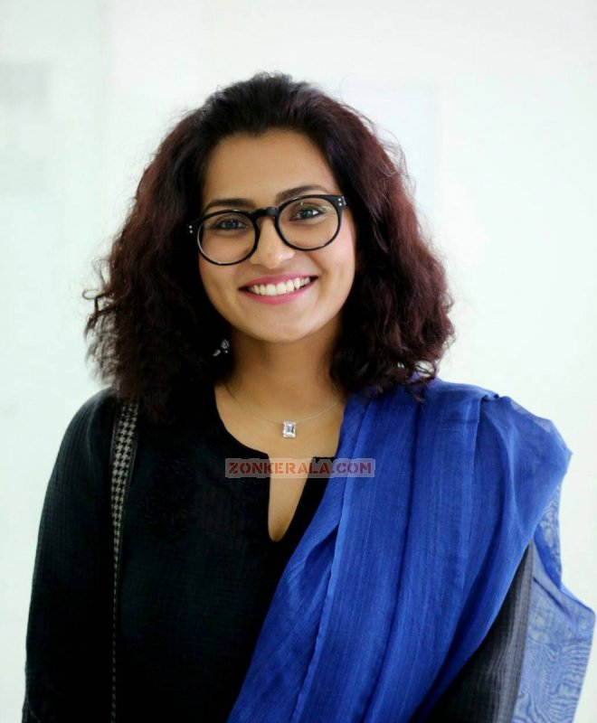Recent Pictures Parvathy Thiruvoth Actress 9036