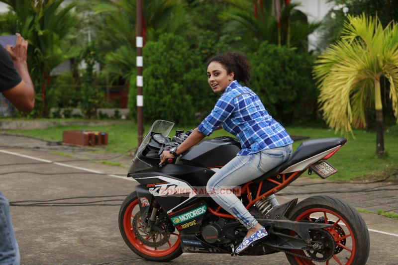 Film Actress Pearle Maaney Latest Pics 9618
