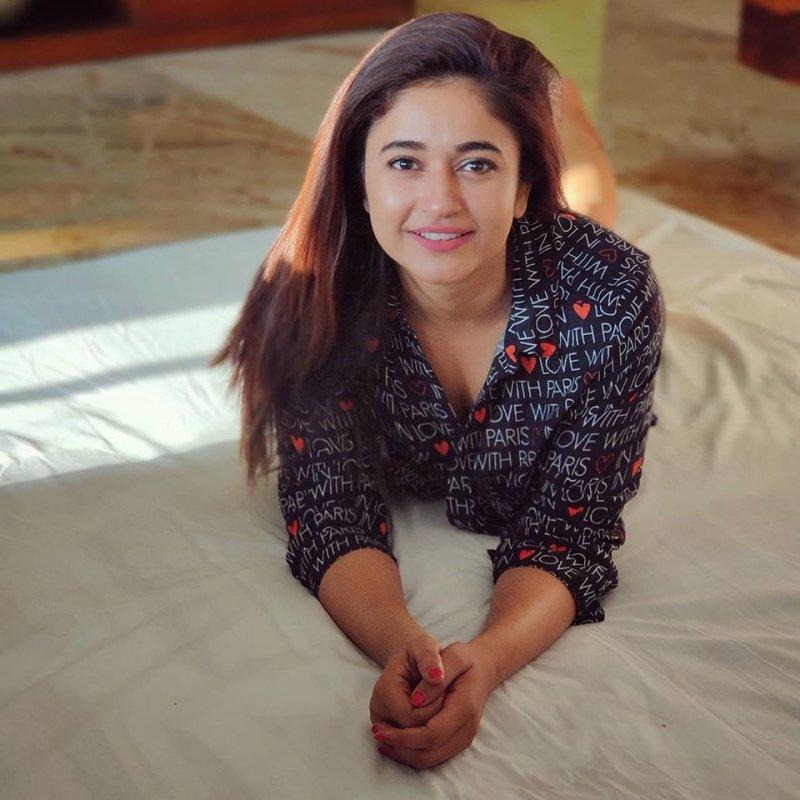 Movie Actress Poonam Bajwa Latest Photo 7857
