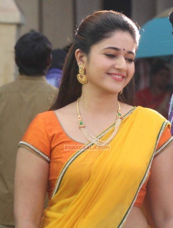 New Wallpapers Actress Poonam Bajwa 3371
