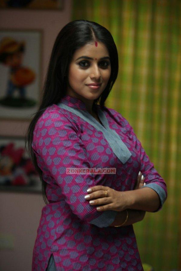 Actress Poorna 4130