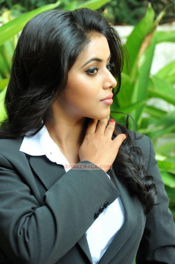 Actress Poorna 884