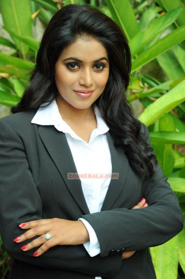 Malayalam Actress Poorna 7494