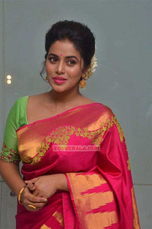 Malayalam Heroine Poorna Photo 5295