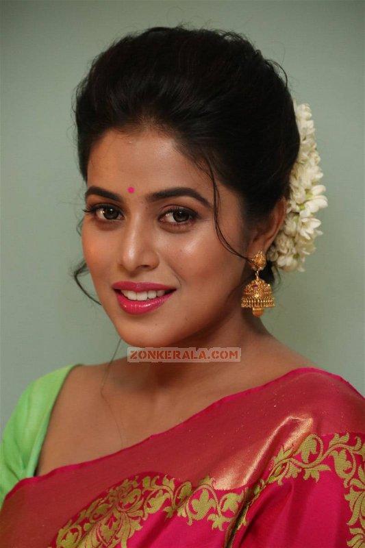 Malayalam Heroine Poorna Stills 1321