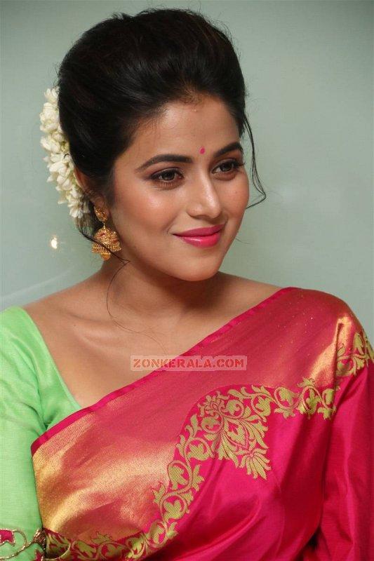 Movie Actress Poorna Recent Wallpaper 1199