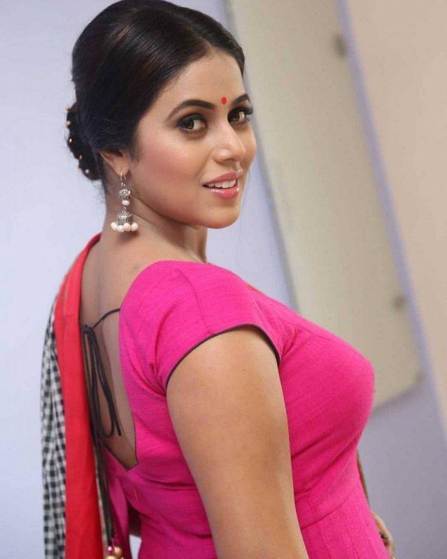 New Still Poorna Actress 5702