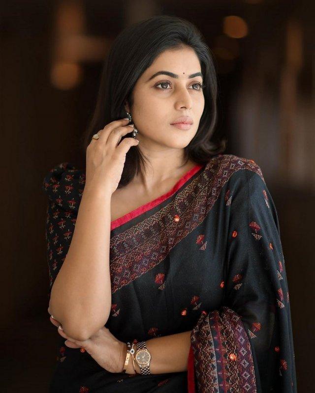 Photo Poorna Film Actress 9392